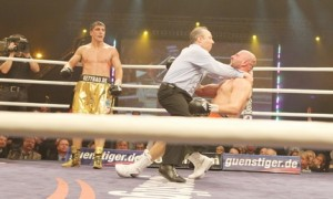Marco Huck Retains title