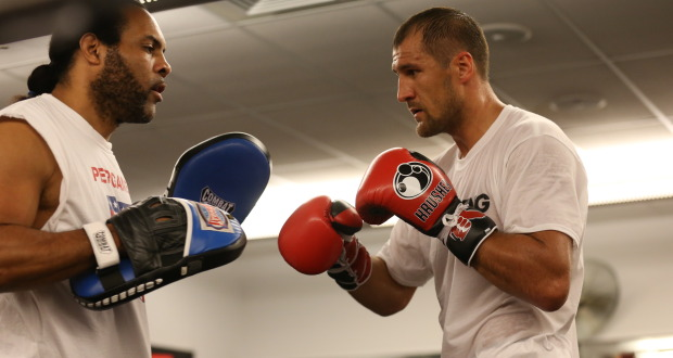 http://www.proboxing-fans.com/wp-content/uploads/2014/10/Kovalev-and-jackson-620x330.jpg