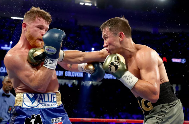 Alvarez-Golovkin in their first first exchanging punches. Photo Credit: MMA Mania