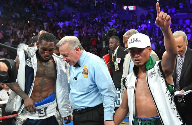Garcia defeats Easter Jr to unify the Middleweight division. Photo Credit: Sporting News