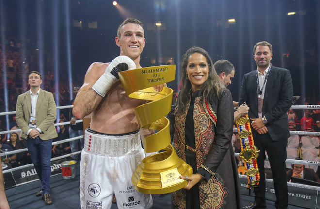 Rasheda Ali presents the Muhammad Ali Trophy to Callum Smith (Credit: World Boxing Super Series)