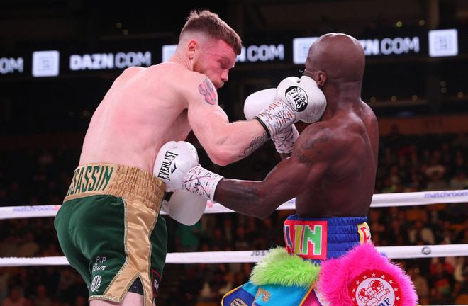 Tevin Farmer successfully defended his title by knocking out challenger James Tennyson with a body shot in the fifth round. Photo Credit: Sky Sports