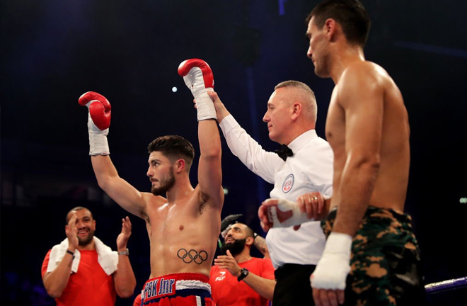 Josh Kelly looked convincing as ever with a Round 1 KO.