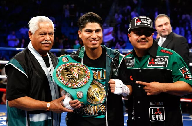 Mikey Garcia scored a second win at Welterweight with a shutout victory over Jessie Vargas in Texas Credit: Bad Left Hook