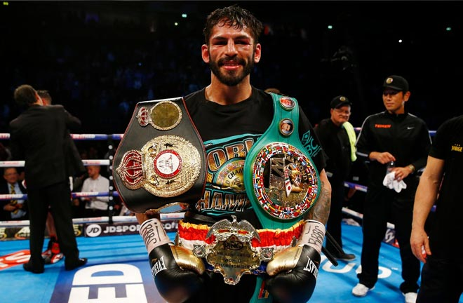Linares takes on Cano. Photo Credit: Irish Mirror