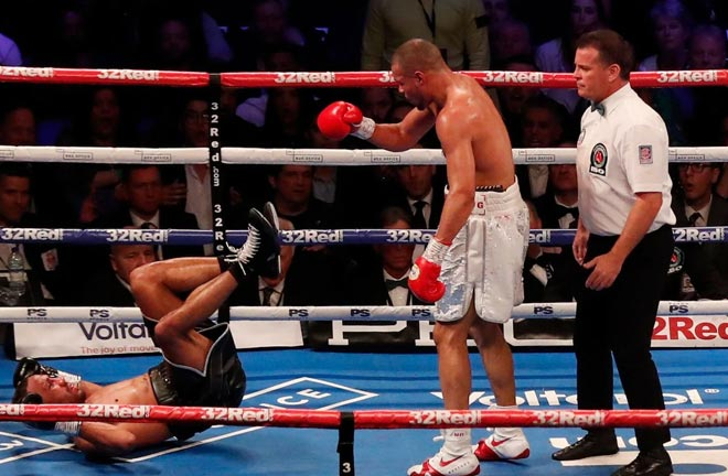 The referee deducted a point of Eubank Jr for lifting DeGale and throwing him to the ground. Photo Credit:  Action Images