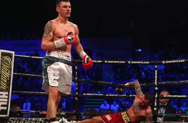 Wood beats Ryan Doyle to retain Commonwealth featherweight title. Credit: BBC