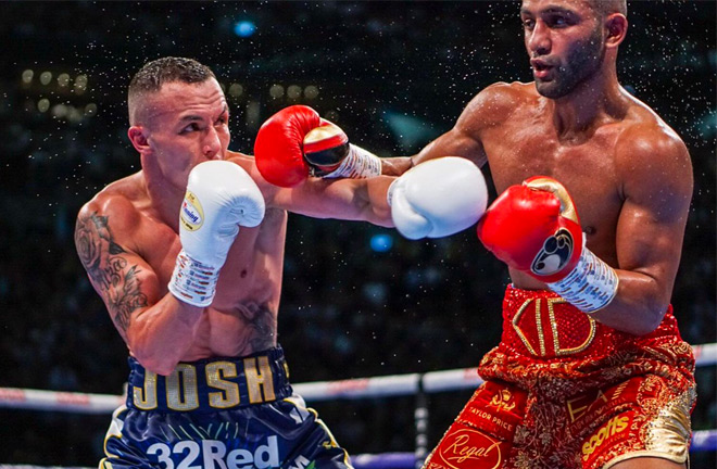 Josh Warrington successfully defended his IBF Featherweight title against Kid Galahad with a controversial points decision.