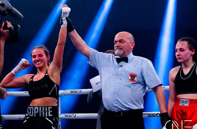 Sophie Alisch is currently undefeated after five professional bouts. Photo Credit: boxen.de