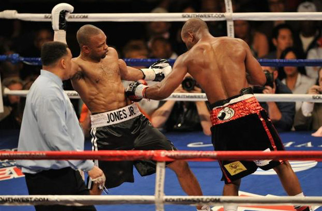 Roy Jones Jr facing Bernard Hopkins. Photo Credit: Project Medishare