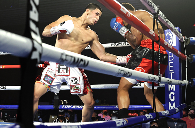 Edgar Berlanga was in typically ruthless form securing a 14th straight first round knockout Photo Credit: Mikey Williams/Top Rank