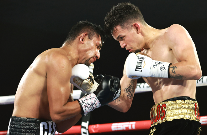 Carlos Castro proved too strong for Cesar Juarez in Las Vegas Photo Credit: Mikey Williams/Top Rank