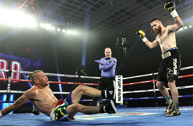 'Cassius' Clay Collard landed three knockdowns on route to victory over Lorawnt T. Nelson Photo Credit: Mikey Williams/Top Rank