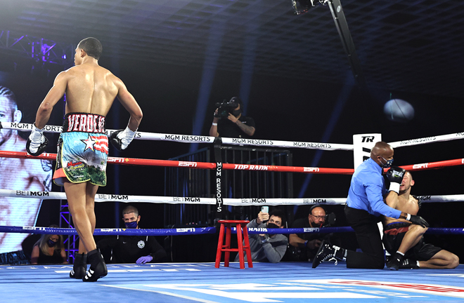 Verdejo stopped Madera with a vicious first round assault Photo Credit: Mikey Williams/Top Rank
