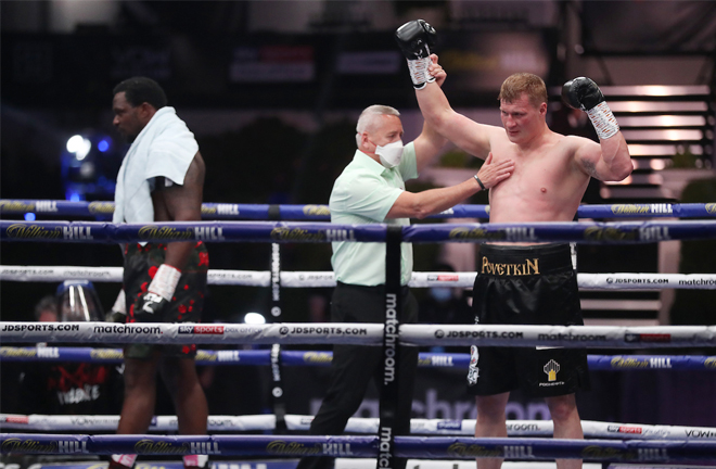 Povetkin celebrates as Whyte is left despondent at the end Photo Credit: Mark Robinson/Matchroom Boxing