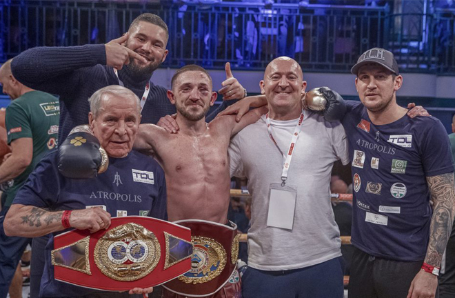Jazza Dickens celebrates with manager Tony Bellew after reaching the final Photo Credit: Scott Rawsthorne / MTK Global
