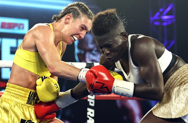 Mayer on route to victory over Helen Joseph in July Photo Credit: Mikey Williams / Top Rank