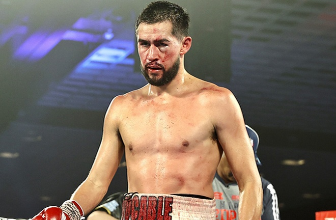 Molina was bloodied after a clash of heads with Pedraza Photo Credit: Mikey Williams / Top Rank