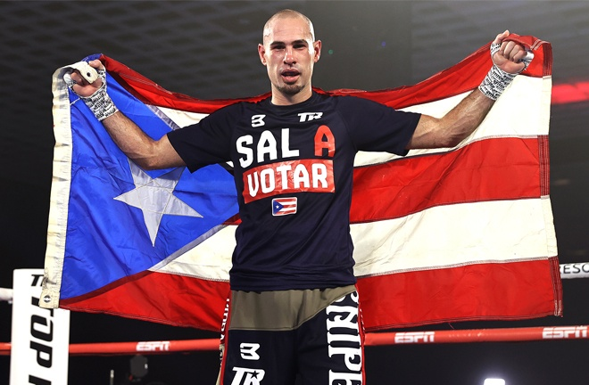 Pedraza holds his Puerto Rican flag aloft after victory Photo Credit: Mikey Williams / Top Rank
