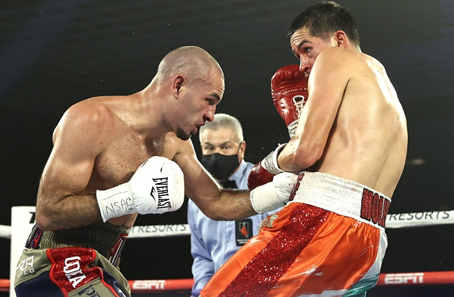 Pedraza switched up his attacks to thwart Molina Photo Credit: Mikey Williams / Top Rank