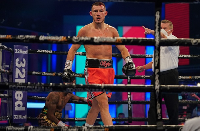 Williams clashed heads with Robinson before brutally pouncing on his man in the first round Photo Credit: Round 'N' Bout Media / Queensberry Promotions