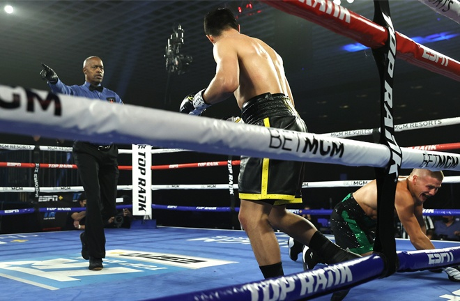 Zepeda knocked down Baranchyk four times Photo Credit: Mikey Williams / Top Rank