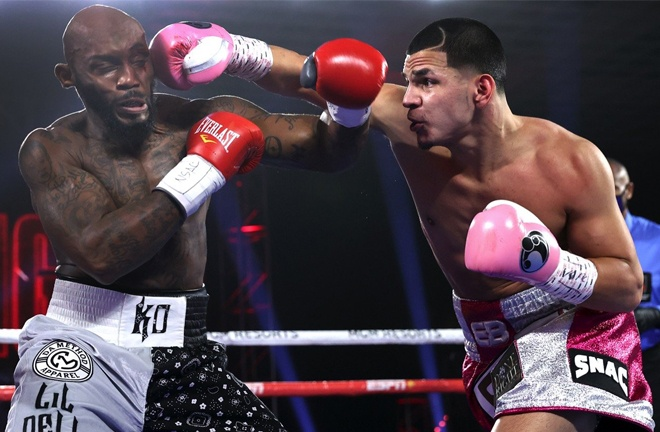 Edgar Berlanga made it 15 straight first round KOs against Lanell Bellows Photo Credit: Mikey Williams/Top Rank