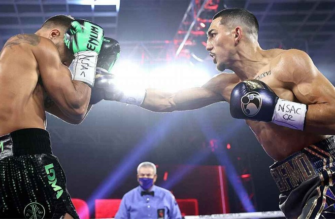 Lopez dominated the first half of the fight Photo Credit: Mikey Williams/Top Rank