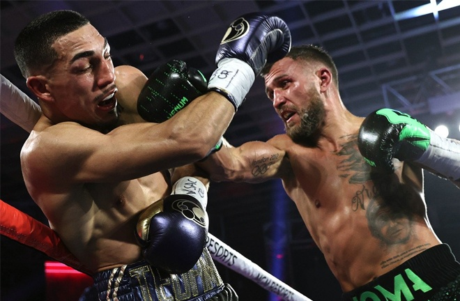 Lomachenko produced a late onslaught Photo Credit: Mikey Williams/Top Rank