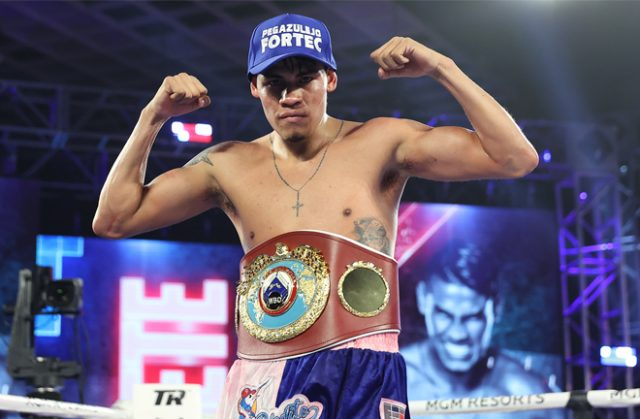 Emanuel Navarrete claimed the WBO Featherweight world title to become a two-weight world champion in Las Vegas on Friday Photo Credit: Mikey Williams / Top Rank