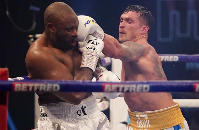 Usyk used his angles and footwork to have success in the middle rounds Photo Credit: Dave Thompson/Matchroom Boxing