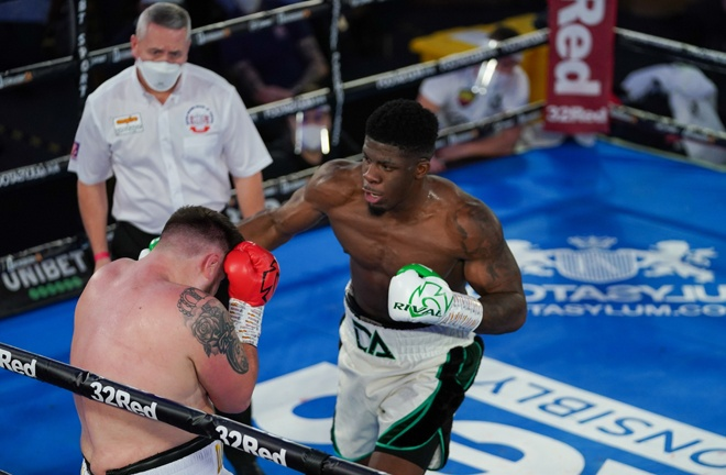 Heavyweight prospect David Adeleye continued his unbeaten streak Photo Credit: Round 'N' Bout Media/Queensberry Promotions