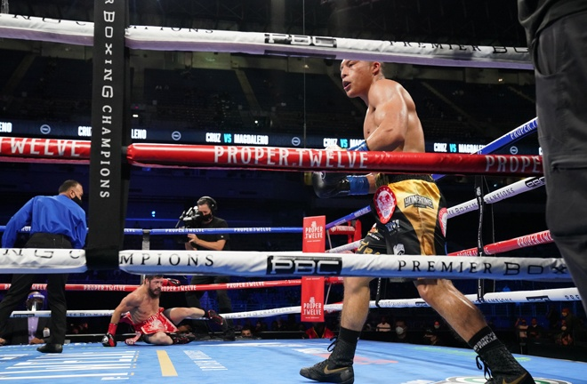 Isaac Cruz knocked out Diego Magdaleno in a round Photo Credit: Sean Michael Ham/Mayweather Promotions