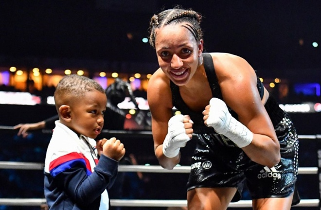 Estelle Yoka-Mossely remained undefeated with a unanimous decision victory over Emma Gongora Photo Credit: Boxing Scene