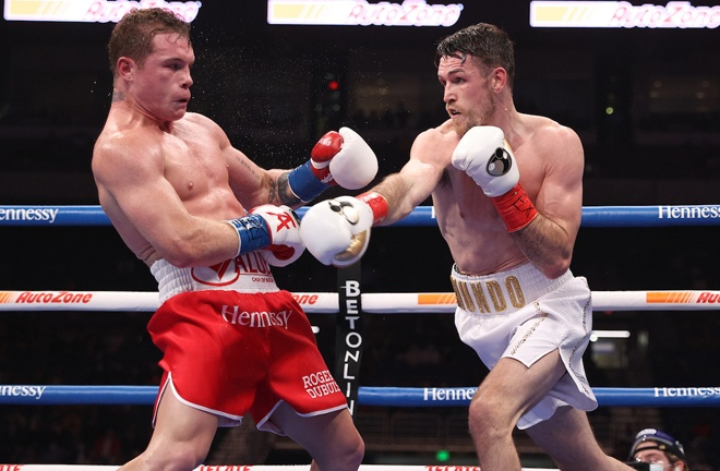 Canelo proved elusive and difficult for Smith to pin down Photo Credit: Ed Mulholland/Matchroom Boxing