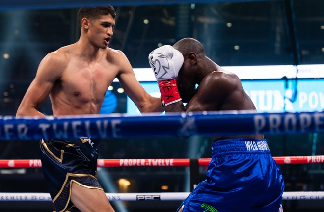 "6""5 Super Welterweight Sebastian Fundora halted Habib Ahmed in two rounds Photo Credit Ryan Hafey/Premier Boxing Champions"