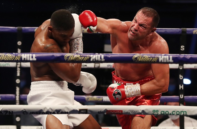 Pulev recovered and rallied back, having success in the middle rounds Photo Credit: Mark Robinson/Matchroom Boxing