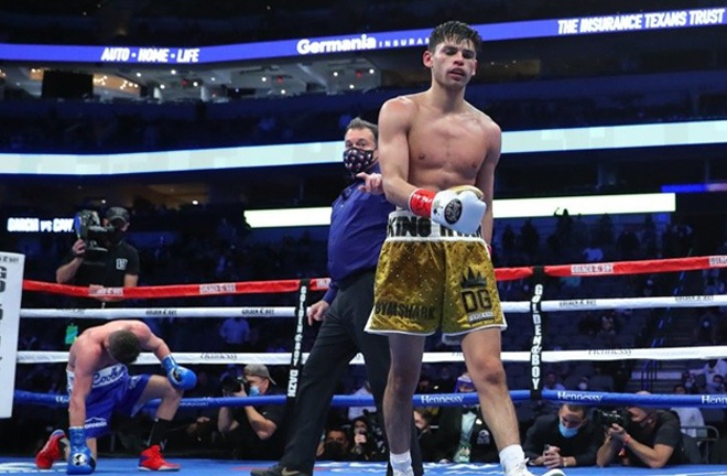 Garcia recovered from the knockdown to stop Campbell with a vicious body shot Photo Credit: Tom Hogan-Hogan Photos/Golden Boy