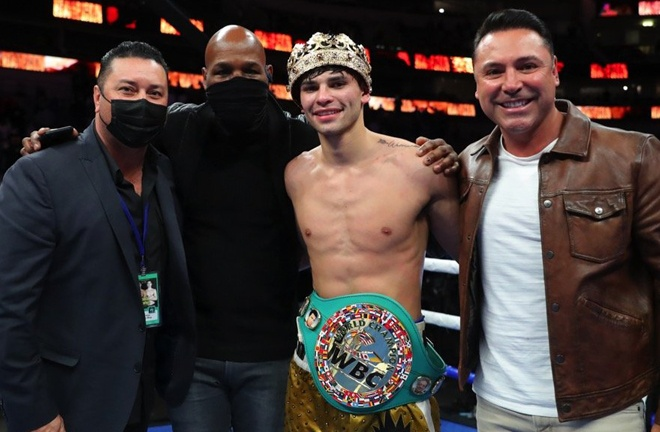 Garcia celebrates alongside Golden Boy promoters Bernard Hopkins and Oscar De La Hoya Photo Credit: Tom Hogan-Hogan Photos/Golden Boy