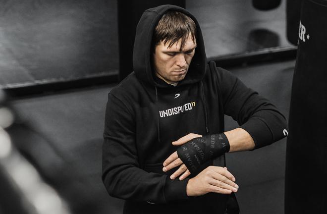 Former undisputed Cruiserweight champion Oleksandr Usyk wearing BOXRAW hand wraps Photo Credit: Benjamin Amanna