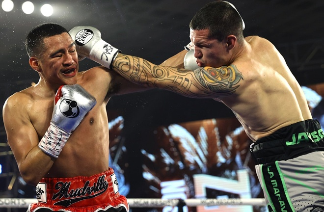 Gabriel Flores Jr saw off Jayson Valez in six rounds Photo Credit: Mikey Williams/Top Rank via Getty Images