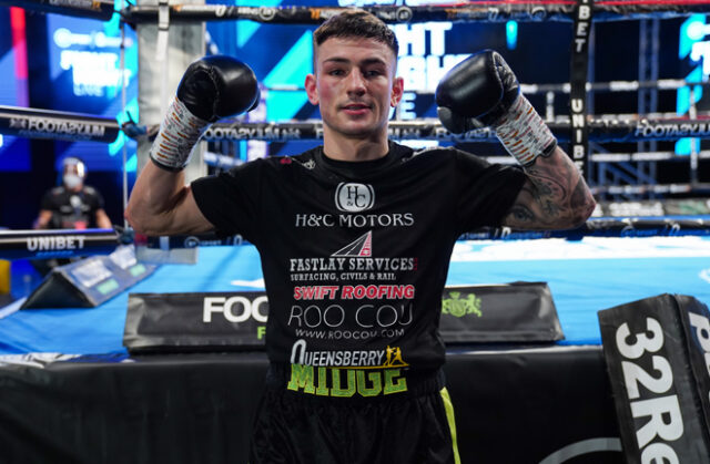 Lightweight prospect Sam Noakes breezed to a fifth straight professional victory Photo Credit: Round 'N' Bout Media/Queensberry Promotions
