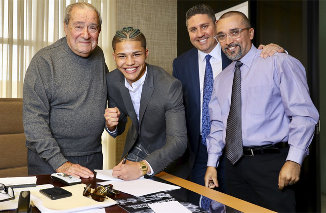 Zayas signed with Top Rank at just 16-years-old, becoming the youngest acquisition in Top Rank's history Photo Credit: Mikey Williams/Top Rank