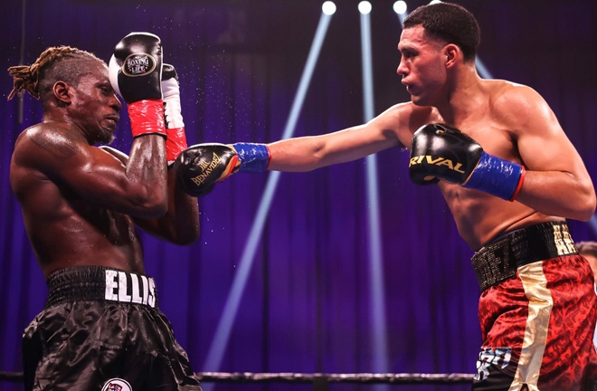 Benavidez dominated proceedings against the game Ellis Photo Credit: Amanda Westcott/SHOWTIME