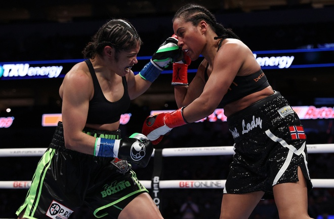 Jessica McCaskill claimed a second win over Cecilia Braekhus in their rematch Photo Credit: Ed Mulholland/Matchroom