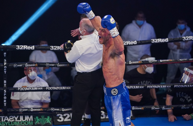 Cash landed a barrage of unanswered right hands on Bentley before referee Victor Loughlin intervened Photo Credit: Round 'N' Bout Media/Queensberry Promotions
