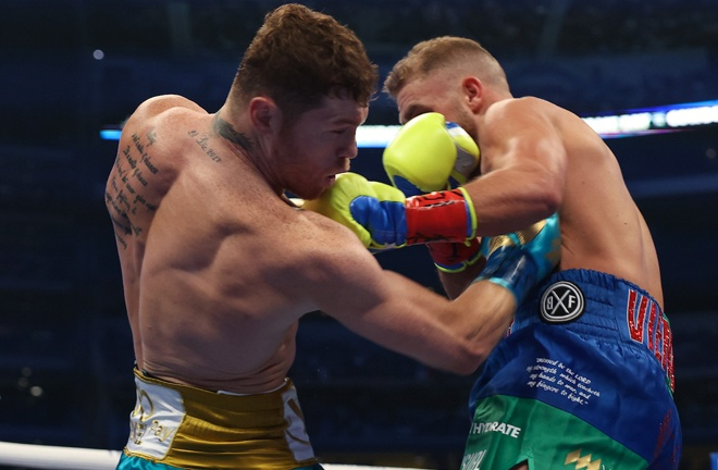 Canelo targeted Saunders body with regularity in the early stages Photo Credit: Michelle Farsi/Matchroom