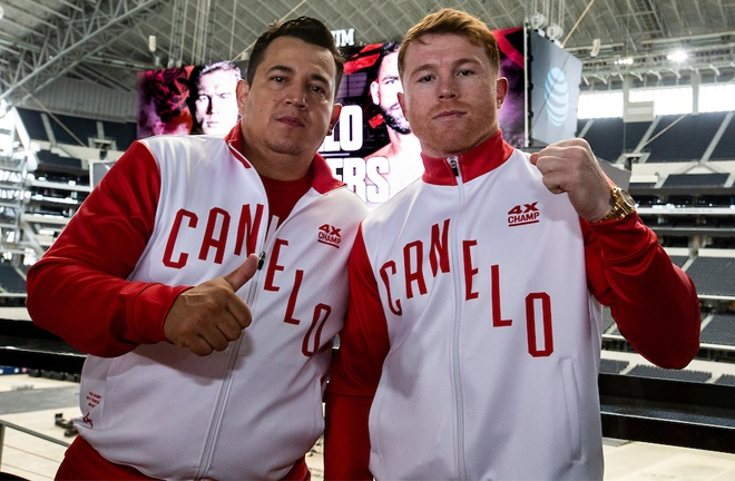 Canelo and Eddy Reynoso posed for photos after Saunders did not turn up for the head-to-head Photo Credit: Michelle Farsi/Matchroom