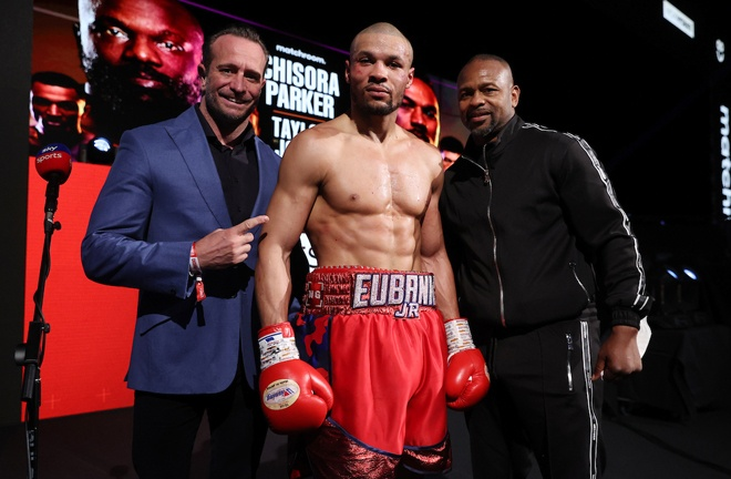 Chris Eubank Jr alongside promoter Kalle Sauerland (L) and trainer Roy Jones Jr (R) Photo Credit: Mark Robinson/Matchroom Boxing