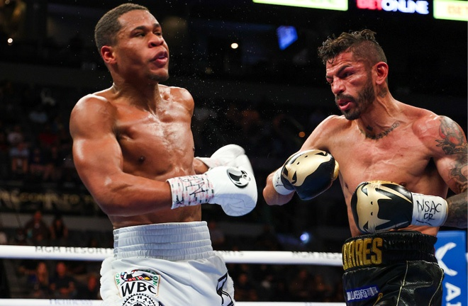 Linares appeared to stun Haney with a right hand in the tenth round Photo Credit: Ed Mulholland/Matchroom